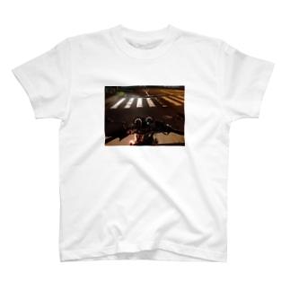 夜の信号待ち T-shirts