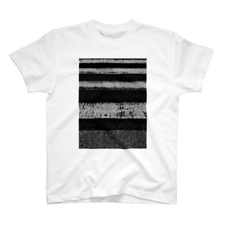 不安 T-shirts