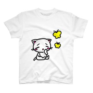 子猫とちょうちょ T-shirts