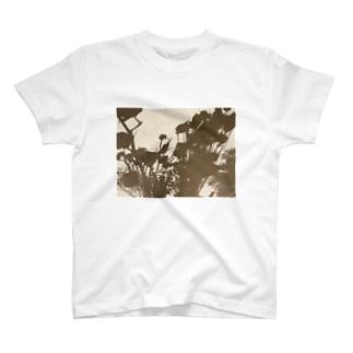 壁の影 T-shirts