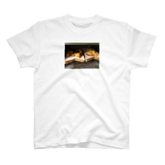トースト ピザ T-shirts