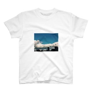 夏が始まる T-shirts