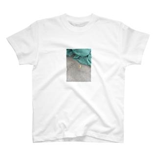 置き去りウィンナー T-shirts