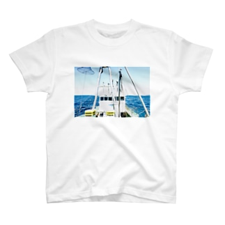 漁師の船の顔 T-shirts
