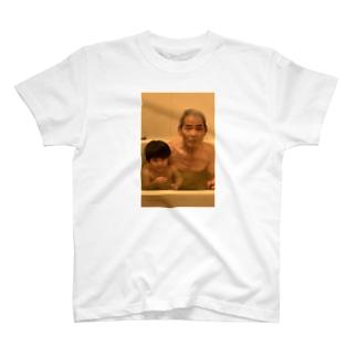 80歳差をイジったときの悲壮顔 T-shirts