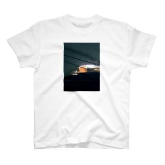 部屋から見えるラブホ T-shirts