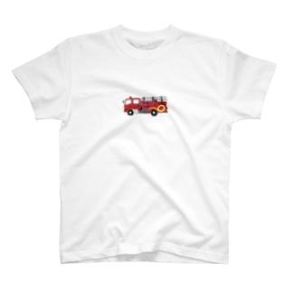 赤い消防車 T-shirts