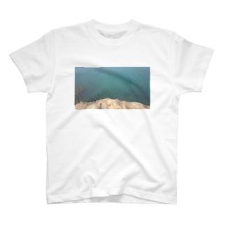 海と岩とのコンポジション T-shirts