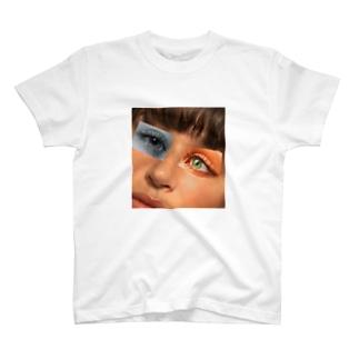 どこか変 T-shirts