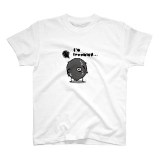 思い悩む毛玉 T-shirts