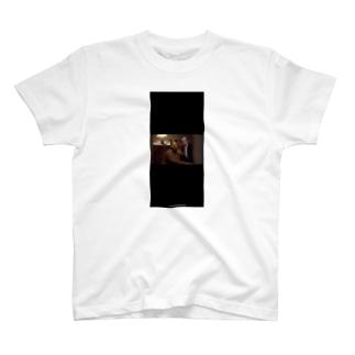 黒い犬男 T-shirts