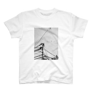 中継地点(点と線) T-shirts