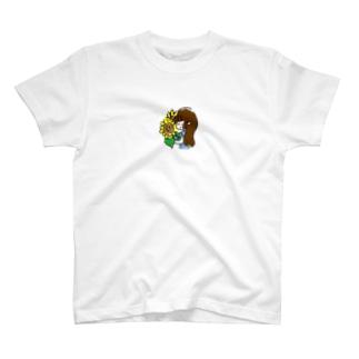 ひまわりと女の子 T-shirts