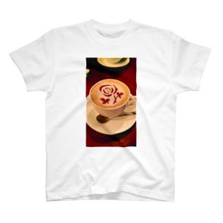 浮かぶ T-shirts