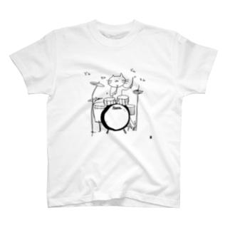ドラムを叩くねこ 白T版 T-shirts