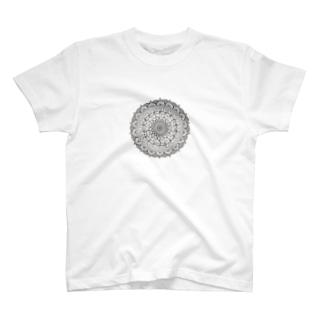 Mandala 内にひそむ遊び心 T-shirts