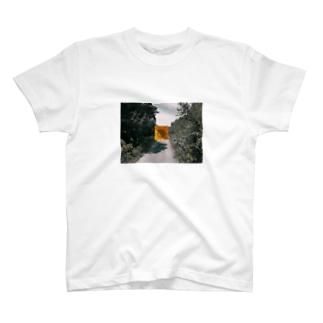 スーパービューティフル・イエロウ T-shirts