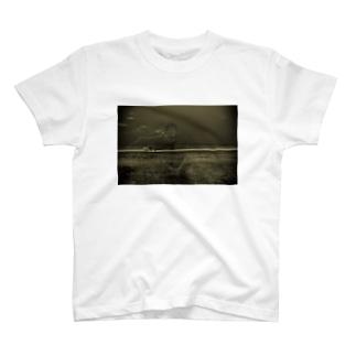 朧げな喫煙者 T-shirts