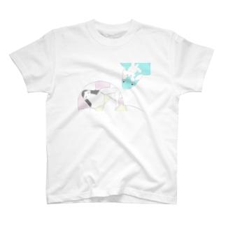 少女  犬  いるか T-shirts