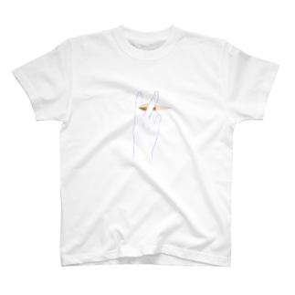 ピースで弾丸キャッチ T-shirts