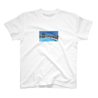 プールサイドで T-shirts