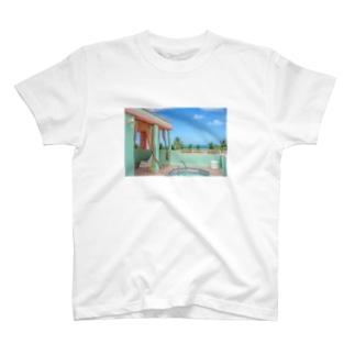 昼下がりのプール T-shirts