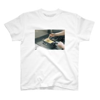 朝の卵焼き T-shirts