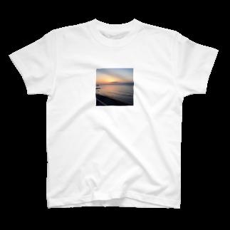 歩く歩道のoumigawa T-shirts