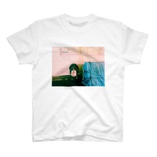 たたずむたぬき T-shirts