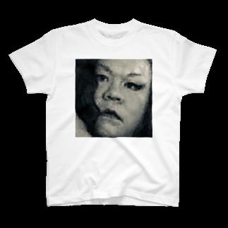 SADAHARU_ HIGA_HAUTE COUTREのSADAHARU HIGA HAUTE COUTURE・アムロにはなれなかったけどトシミにはなれた女装2。  T-shirts