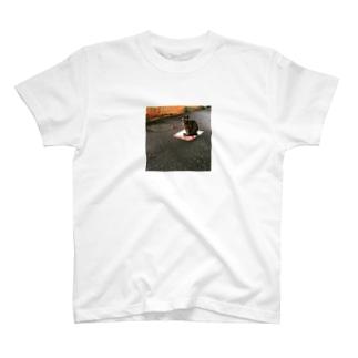 道端の猫 T-shirts