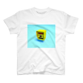 押しボタン式信号機(おまちください) T-shirts