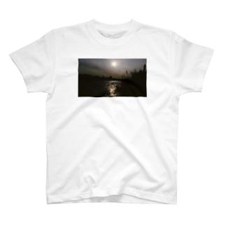 オレンジの光の先 T-shirts