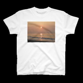 hypermijinkoの夕日 T-shirts