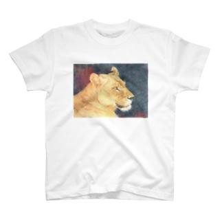 雌ライオン T-shirts