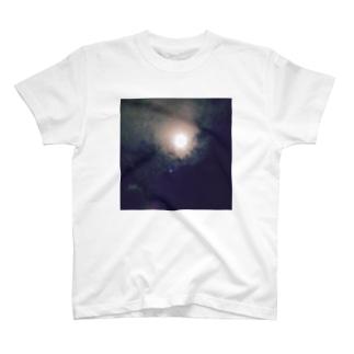 生まれた日 T-shirts