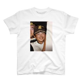汗臭く泥臭く頑張る青年 T-shirts