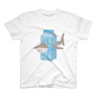 サメ ミルク T-shirts