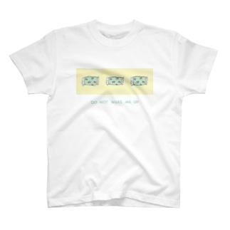 起こさないで T-shirts