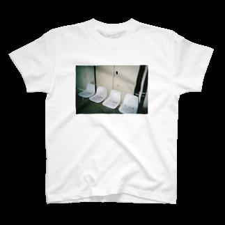 mn_369の椅子 T-shirts