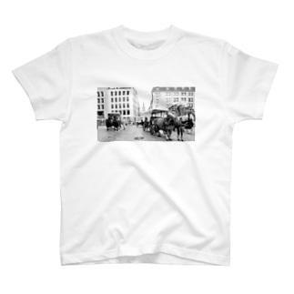 馬車がいる風景 T-shirts