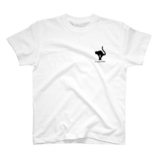 『吾輩は猫である』って言ってるリガの猫ちゃん T-shirts