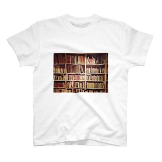 本棚を持ち歩く T-shirts
