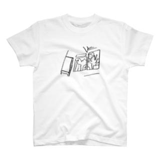 窓際のイラスト1 T-shirts