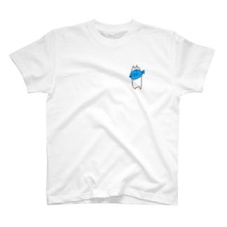 青い魚食べるねこ T-shirts