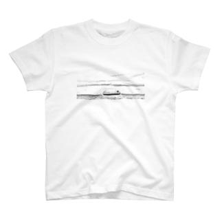 Ship  Black and white T-shirts