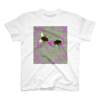 中毒バエ T-shirts