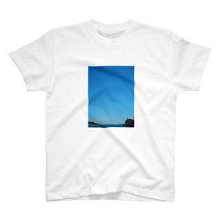 Blue sky in Chicago T-shirts