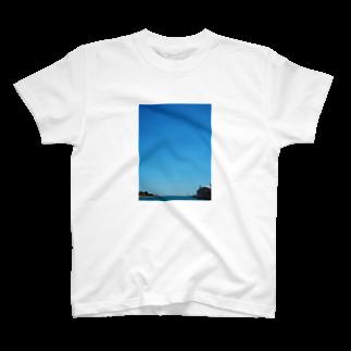 Haruki HorimotoのBlue sky in Chicago T-shirts