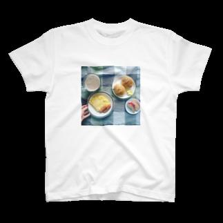 食卓のうちの食卓 ロールパン T-shirts